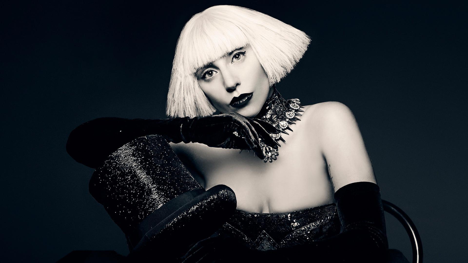 Lady Gaga: November 16, 2013