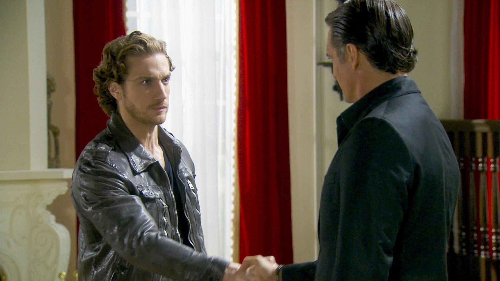 Javier entrega a Nicolás