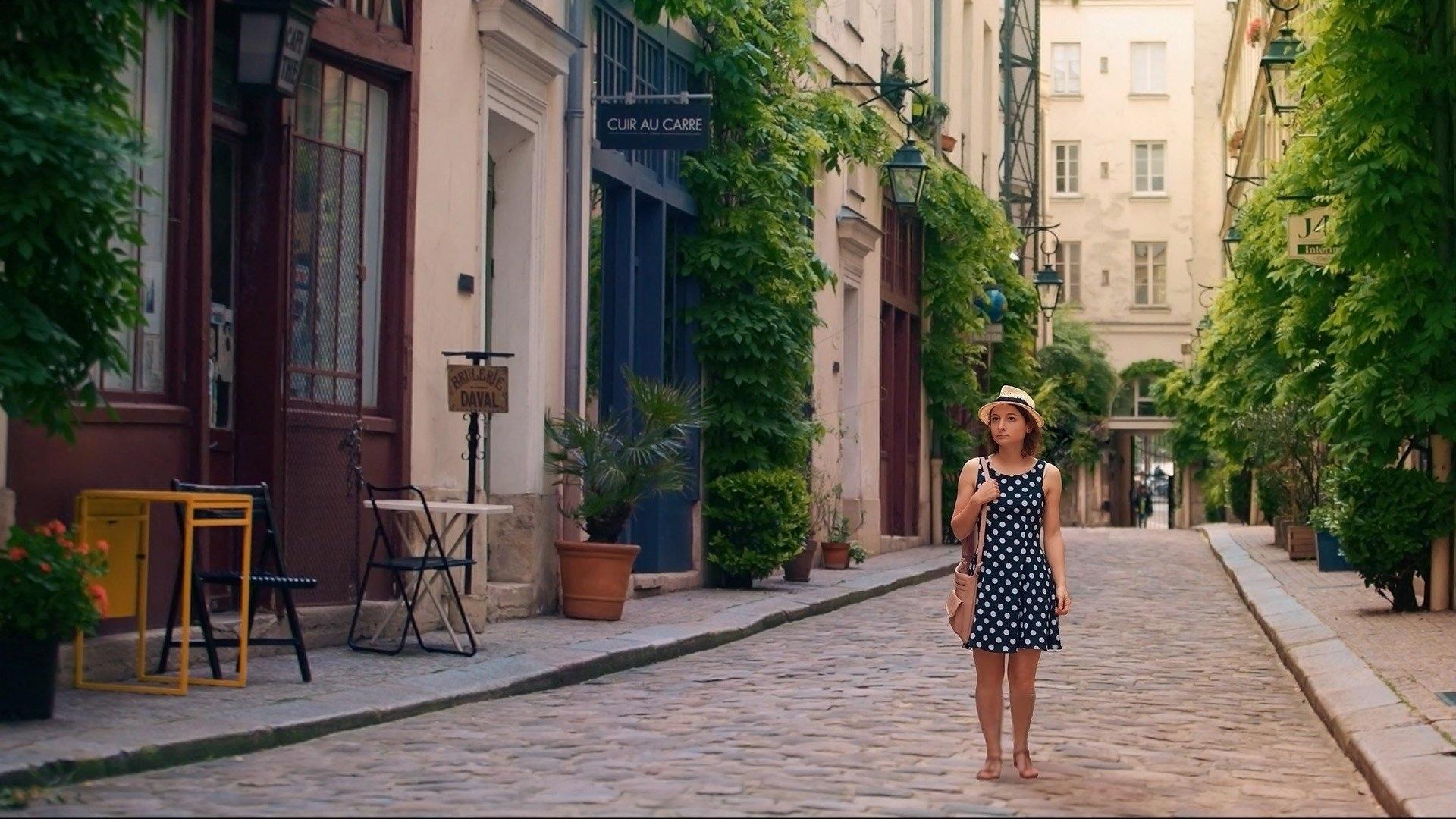 Watch Alice in Paris Online | Peacock