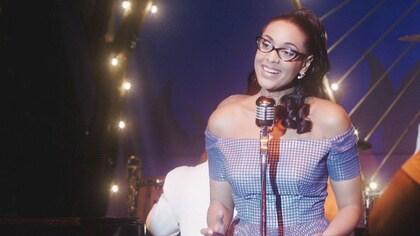 Celia le dedica una canción a Pedro en su debut