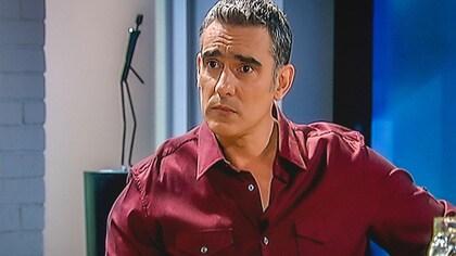 Martín engatusa a Manuela
