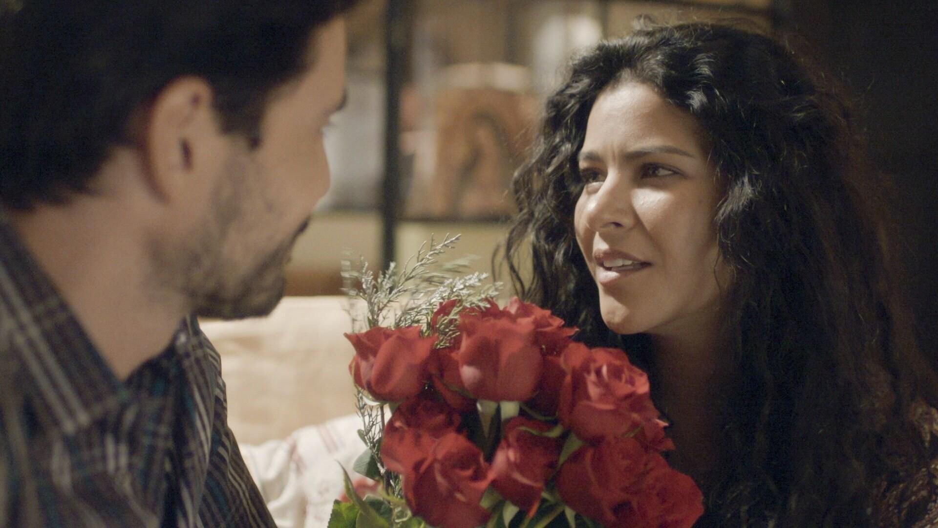 Max se compromete con Eliza