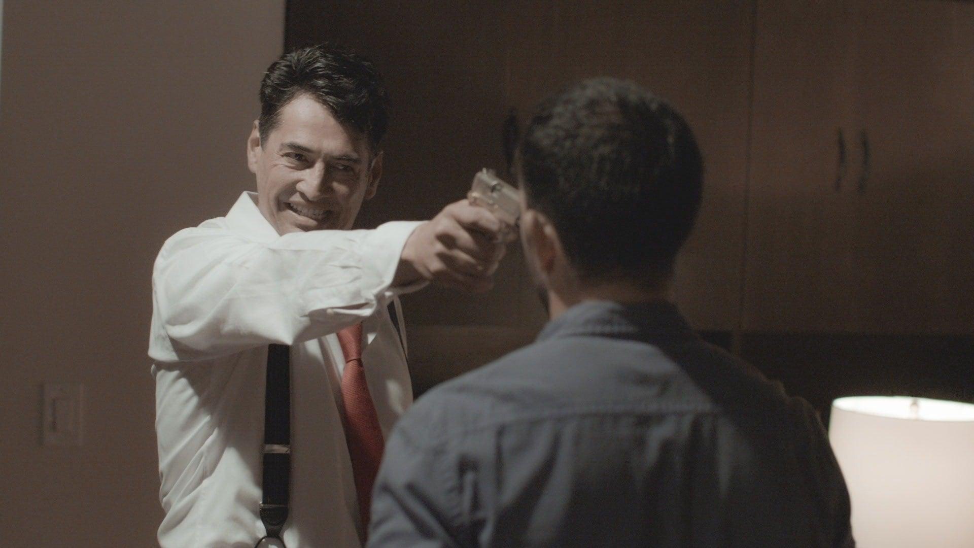 Ernesto intenta matar a Joel